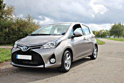 Mietwagen Toyota Yaris Hybrid in Schopp