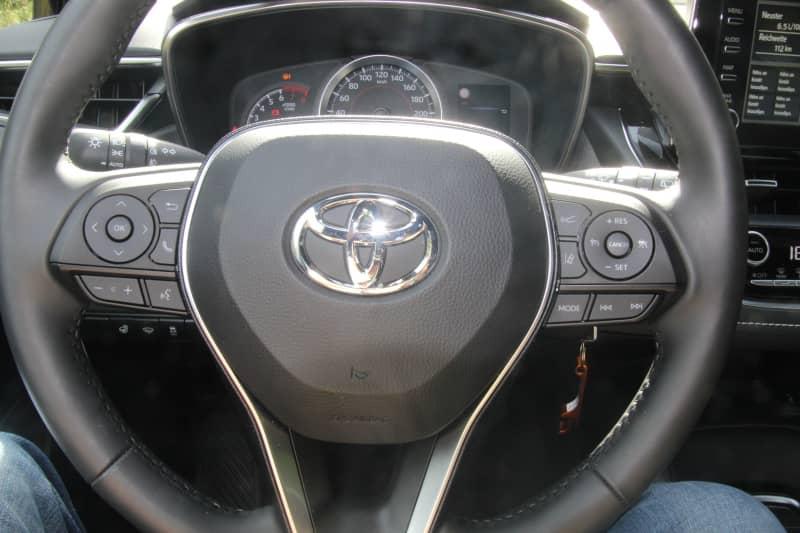 Ein Toyota Corolla in Dahn